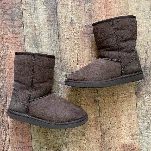 b8b9bc8d2cb Authentic UGG 'Classic Short' Boots in Chocolate